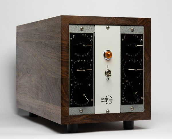 SonicWorld custom wooden rack for 2 x Klangfilm RZ062A Tube Equalizer modules